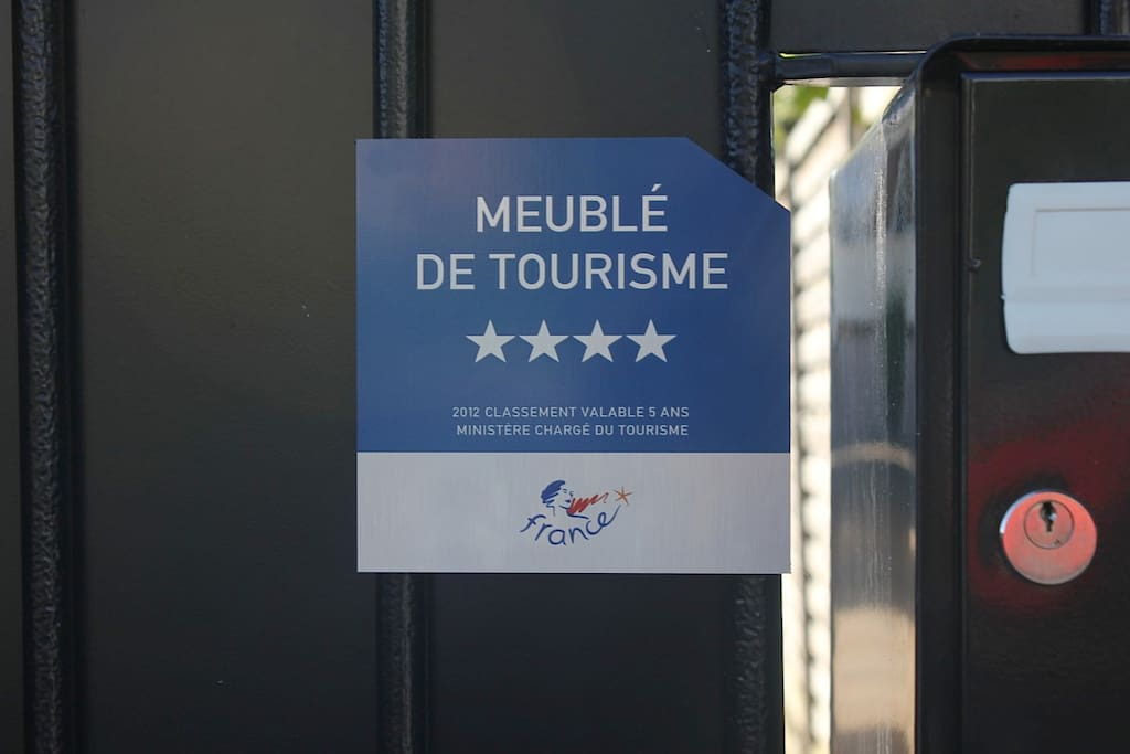 Four star accreditation from the French Tourist Office / Classé quatre étoiles