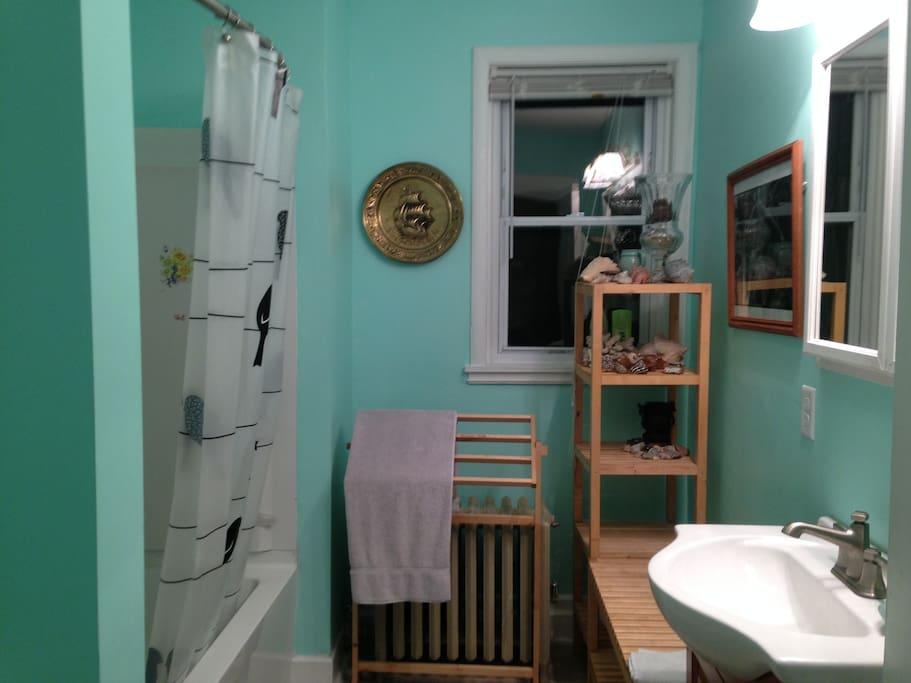 2nd flr apt 3 rms 1 b 39 room deck appartamenti in for Piani casa bagno jill e jill