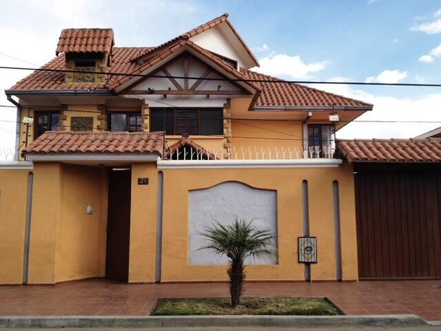 Spacious Sunny Double Room CBBA ! - Cochabamba - House