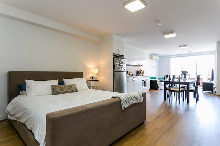 Modern, spacious St Kilda studio - Balaclava - Lägenhet