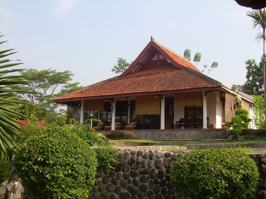 Three bedroom villa, suitable up to 8 persons Rp989,000/night