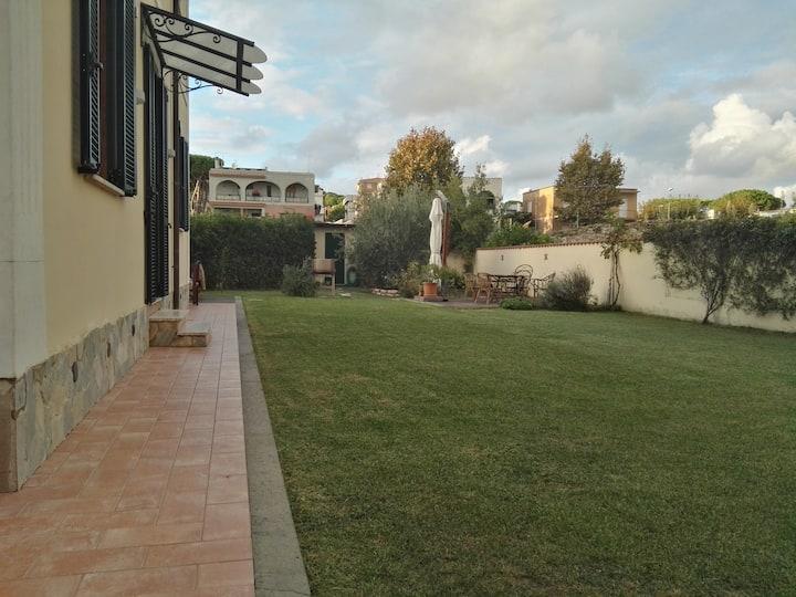 Santa Marinella villetta con giardino