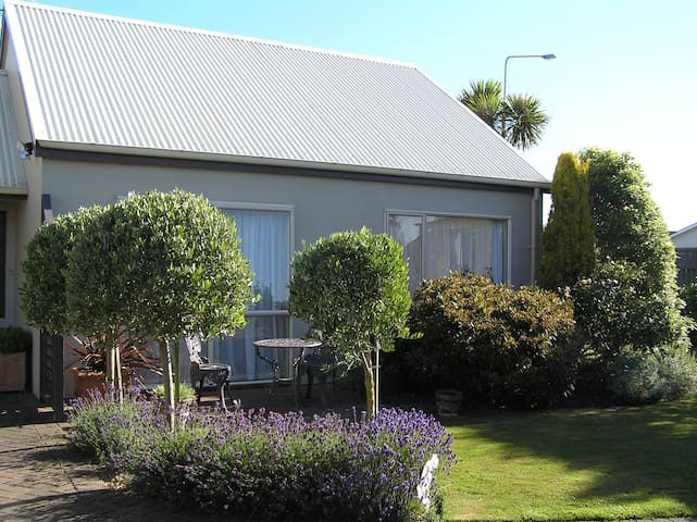 Cottage by the Tower warm & modern. - Invercargill - Szeregowiec