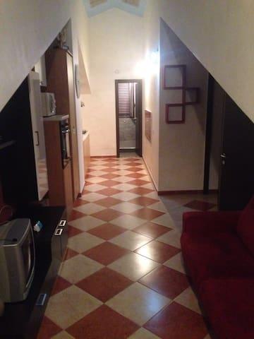 Mansarda arredata cArina - Acquedolci - Apartamento