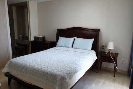 [오션뷰!] 25평 신축아파트 방3, 화장실2, 고급침대와 청결함.
