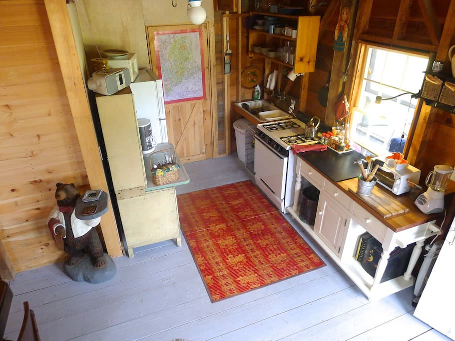 Full kitchen, coffee maker, press, outdoor lobster cooker, grill