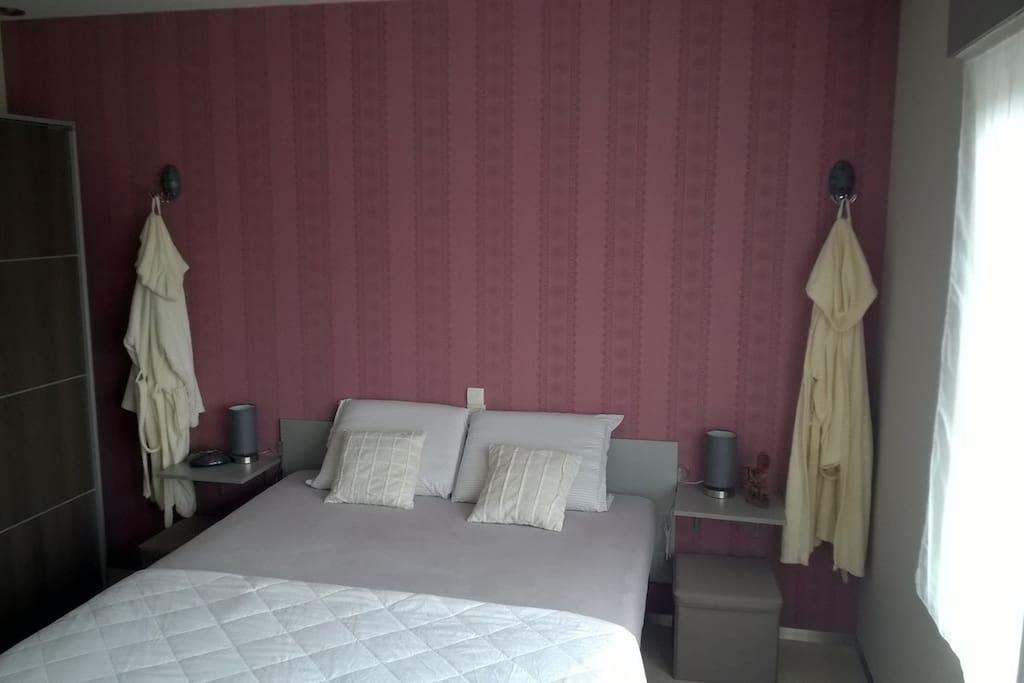 kingsize bed 220/160 cm