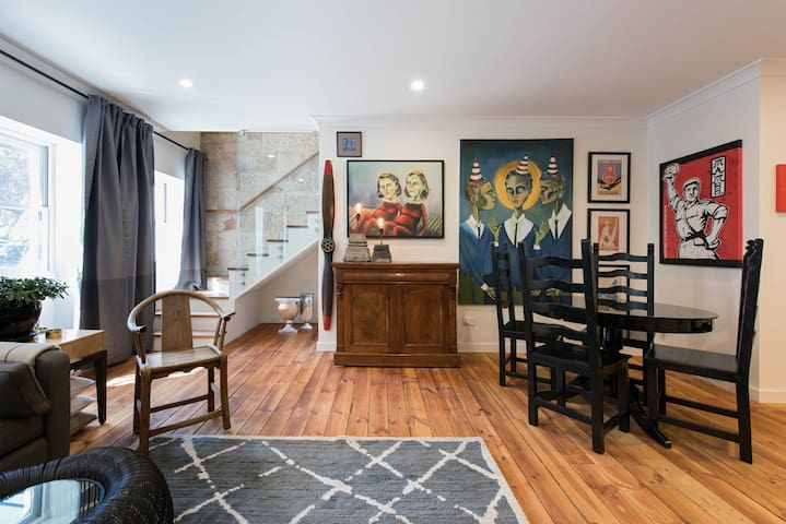 143 Funky 2 bdr apt in the heart of Sydney City.