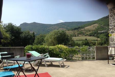 Très beau gîte avec terrasse - Saint-Martin-sur-Lavezon - Pis