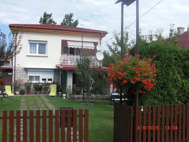 Balatonmáriafürdőn vízközeli ház - Balatonmáriafürdő - House