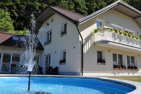 DOBRA VILA with private spa center - Šumnik - Villa