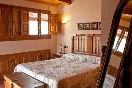 Buhardilla con terraza - Cabanes - House