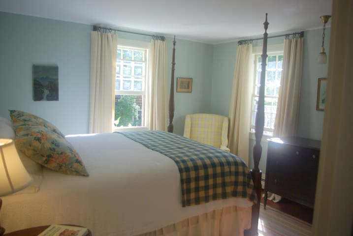 Old Story Farm B&B 1930 Queen Room - Hopkinton - Bed & Breakfast