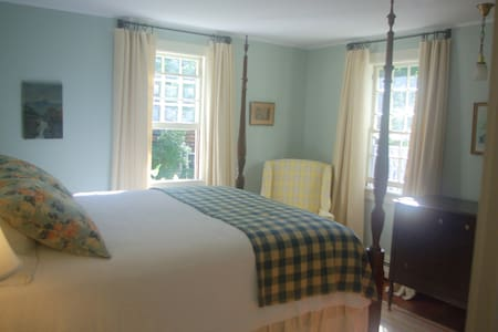 Old Story Farm B&B 1930 Queen Room - Hopkinton