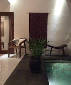 MB House - Denpasar - Bed & Breakfast