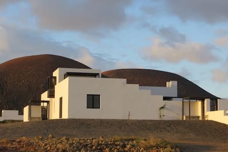 Splendid villa with stunning views - Lajares