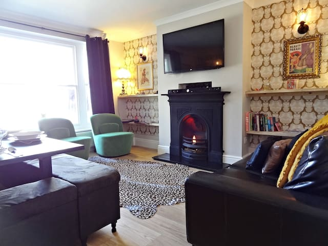 Brighton Parlourama - with Hot Tub. Sleeps 18.