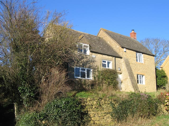 Cotswolds cottage in quiet village - Ebrington - House