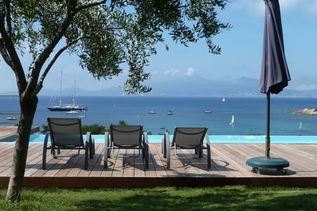 Apetra ! PROMO Villa , piscine, plage à 300m.