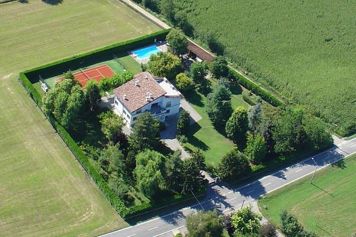 Stanza Indipendente in Villa - Castel Gabbiano - Huis