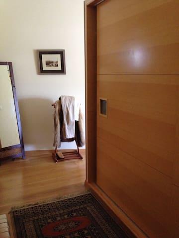 Habitación con baño y balcón. - Santiago de Compostela - Lakás