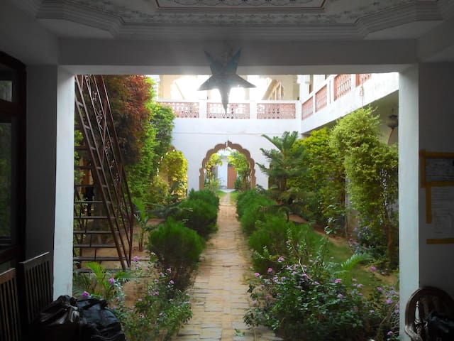 Hotel Radhika Palace - Pushkar - Bed & Breakfast
