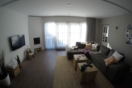 Heerlijk modern ingericht huis - Ház