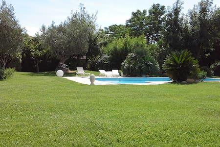 Chambres dans villa avec jardin. - ペルピニャン