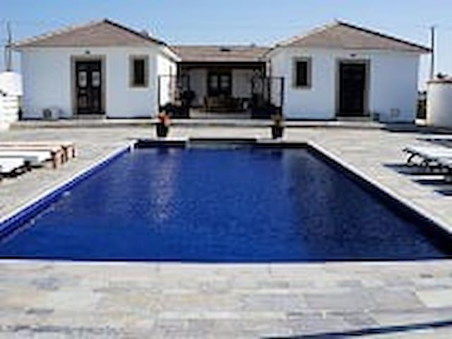 A Private/Exquisite 4bed Villa. - Kiti - House