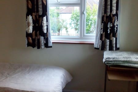 Clean & bright single rm. Nice view - Caxton