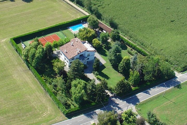 Camera Indipendente (B) in Villa - Castel Gabbiano - Huis