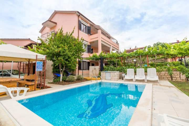 Apartment 6-8 pers. (110 sqm), near beach and city