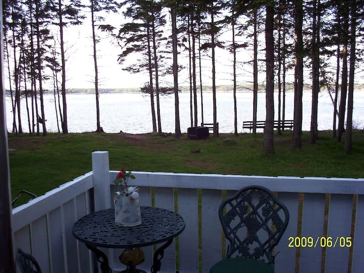 Private, very cozy, waterfront/ closed Dec-Apr