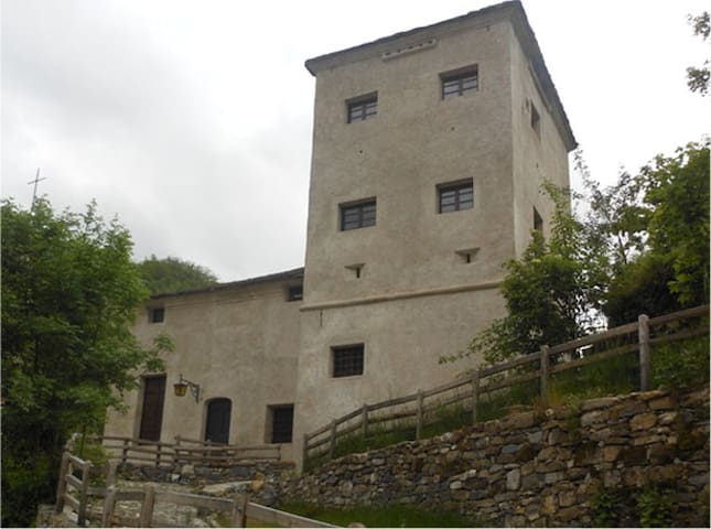 Il Castello nel borgo medievale - Senarega - Linna