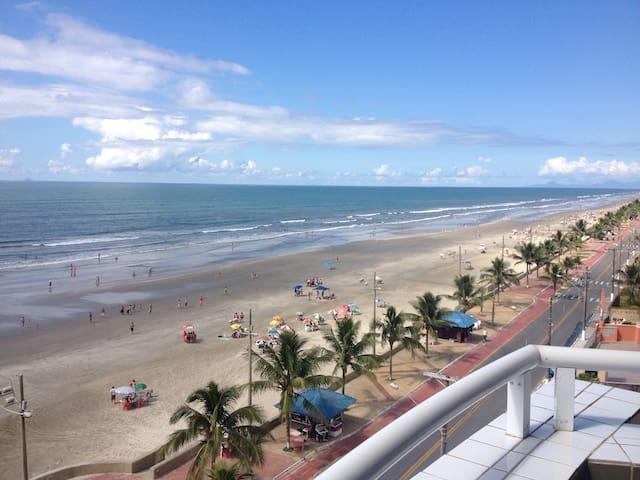 Cobertura duplex de frente para praia