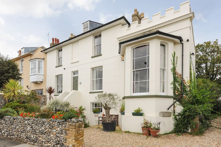 A two bedroom modern apartment - Broadstairs