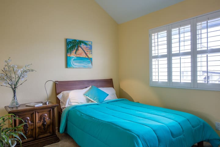 Large private bedroom near beach. - Long Beach - Appartement en résidence