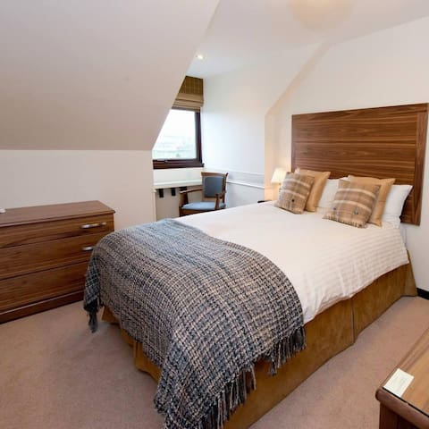 Small family owned Hotel - Inverurie - Wikt i opierunek