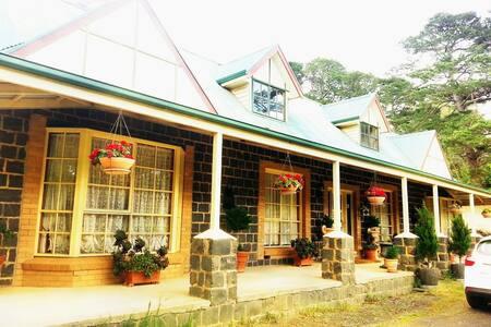 Blue Stone Tudor Farm Getaway - Coleraine colambaine