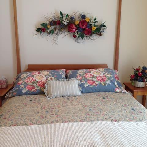 Queen size bed w/ Ralph Lauren quilts