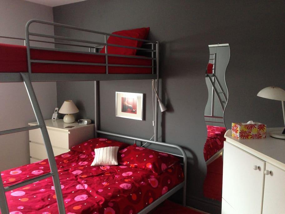chambre priv e lits superpos s maisons louer laval qu bec canada. Black Bedroom Furniture Sets. Home Design Ideas