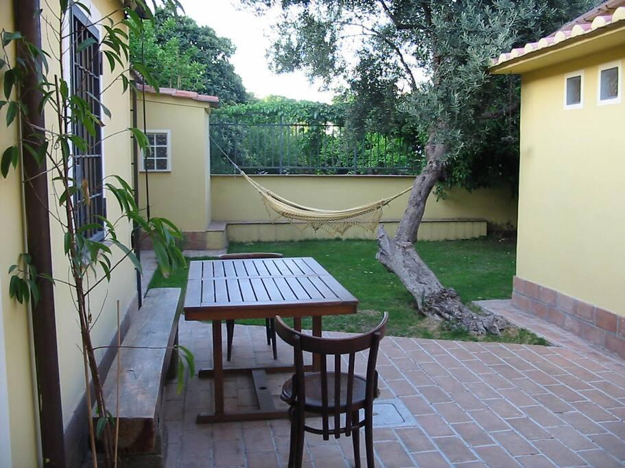 Dependance in giardino case in affitto a roma lazio italia for Giardino casa classica