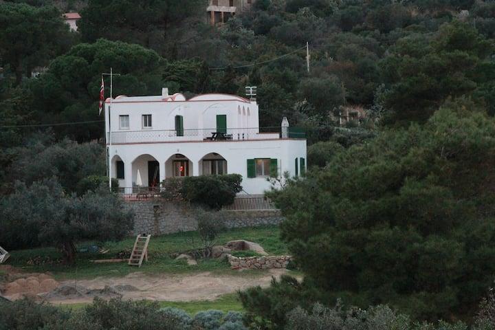 Primo Piano in Villa sul mare con campo da tennis