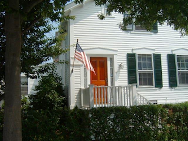 Barker House Cozy room  2 twin beds - Newport - Casa
