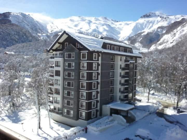 A pie pistas de ski, termas, restaurantes y más.