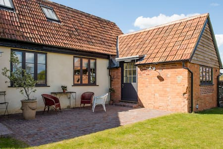 Two bedroom rural retreat. - Avington