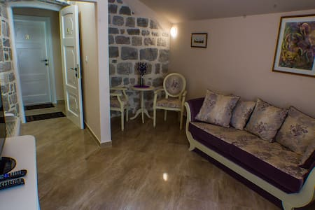 Casa Rozalija-double room with mountain view attic - Kotor - Bed & Breakfast