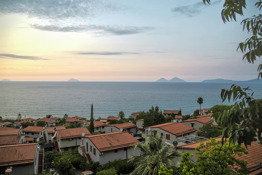Airone ed isole Eolie / Redisence with Aeolian Islands on the background