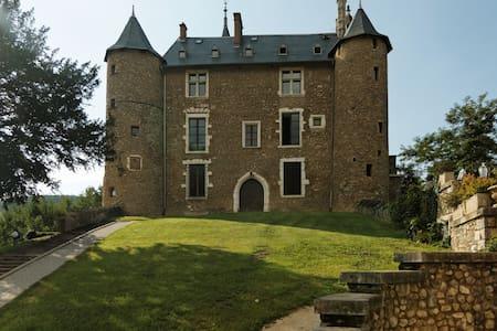 Séjour Romantique -Château Médiéval - Saint-Martin-d'Uriage