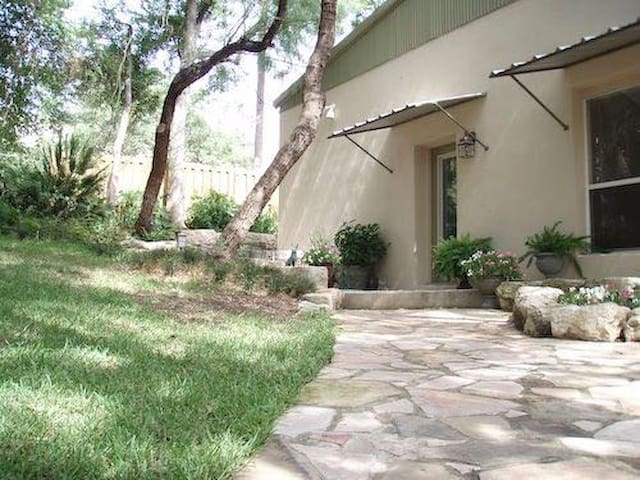Casa Salado - Cottage on 18 acres